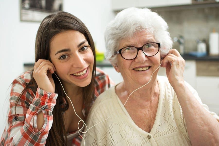 Senioren-WG-Zusammenleben-jung-und-alt
